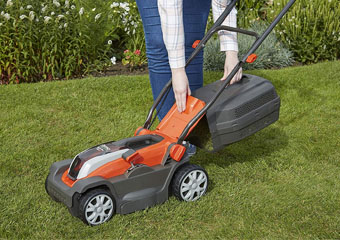 10 Best Petrol Lawn Mowers in 2020