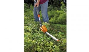 Flymo SabreCut XT Cordless Battery Telescopic Hedge Trimmer