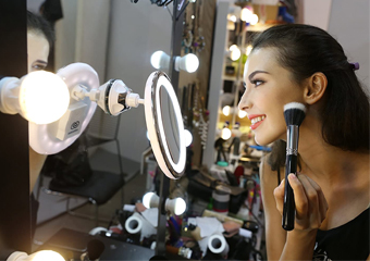 Best Illuminated Makeup Mirrors in 2021